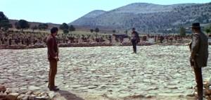 Scène finale dans Le Bon, la brute et le truand, mettant en vedette (de gauche à droite) Eli Wallach, Clint Eastwood et Lee Van Cleef.
