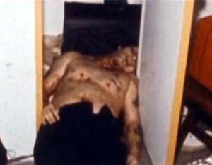 Le corps de Blass criblé de 27 balles par les mitraillettes des policiers.