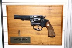 L'arme de service des gardes-chasse entre 1960 et 1975 était le Model 10 de Smith & Wesson de calibre .32.