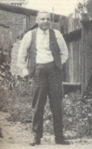 Walter. N. Burns.  On croit que cette photo a été prise sur les lieux de la célèbre fusillade de O.K. Corral à Tombstone, Arizona.
