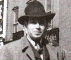 Louis-Georges Dupont vers l'âge de 20 ans, donc vers 1944.  À cette époque, il travaillait comme chauffeur de taxi à Trois-Rivières.