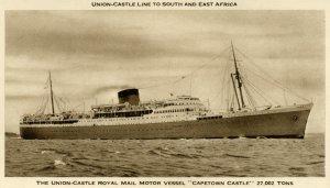Le Capetown Castle.  C'est sur ce navire de 27,000 tonnes que les hommes du 4ème Régiment d'artillerie moyen firent la traversé de l'Atlantique en 1942.