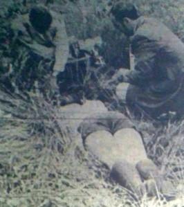 Le corps de Carole Marchand, 13 ans, dans la position dans laquelle il fut retrouvé au cours de la journée du 17 juillet 1971.