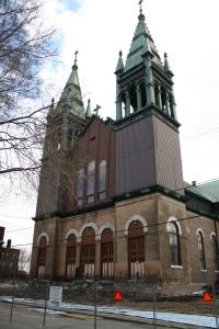 L'église St-Philippe attendait déjà les démolisseurs en 2011.  (photo: E. Veillette 2011)