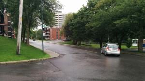 Intersection de Belmont et Chapdelaine, à Sainte-Foy.  C'est à ce coin de rue, sur le trottoir apparaissant à gauche, que France Alain a été sauvagement abattue.