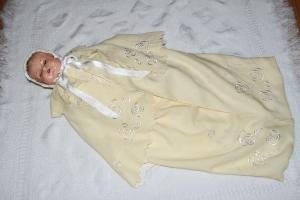Trousseau de baptême confectionné par Georgette Dussault et porté par Philippe Trudel lors de son baptême du 29 mai 1937.