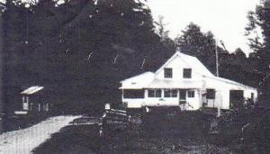 Ferme des Morin à Snake Creek, Québec.  C'est sur cette propriété qu'a vécu Veillette durant de longues années avant de se retourner contre sa famille adoptive.