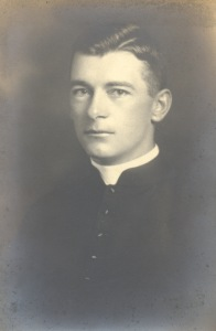 Grégoire Leblanc au début de sa prêtrise.