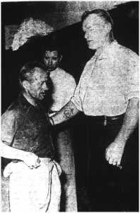 Lucien Picard, à gauche, mesurait un peu moins de 5 pieds.