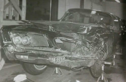 La Chrysler Imperial de Mgr Pelletier photographiée après la collision.