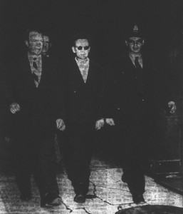 Vladimir Nicolay Nekrassoff, au centre.