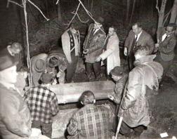 Exhumation des restes de Denise Therrien en 1965.