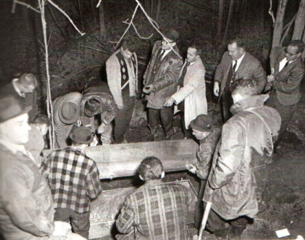 Exhumation des restes de Denise Therrien en 1965.