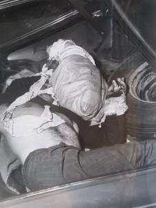 Photo judiciaire du corps de Pierre Laporte, tel qu'il a été retrouvé dans un coffre de voiture au soir du 17 octobre 1970.