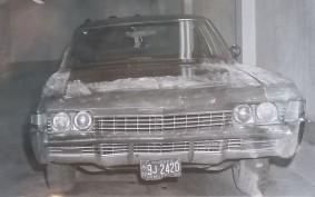 Photo judiciaire de la voiture dans laquelle le corps du ministre Laporte a été retrouvé. La poudre blanche sur le véhicule a servi à relever les empreintes.