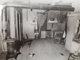 Autre cliché de l'intérieur du logement d'Arthur Boulanger, dont le meurtre n'a jamais été résolu.