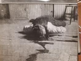 Le corps d'Arthur Boulanger, tel qu'il a été retrouvé dans son logement de Yamachiche, en septembre 1935.