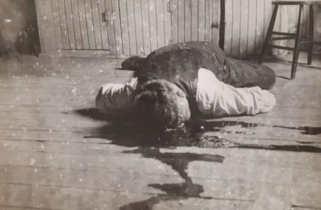 Le corps d'Arthur Boulanger tel qu'il a été retrouvé dans son logement de Yamachiche, en septembre 1935.