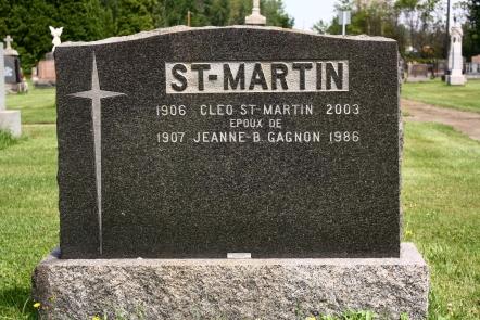 Pierre tombale de Marie-Jeanne Gagnon, la soeur d'Aurore, dans le cimetière St-Joseph de Shawinigan. Avec le nom qu'elle utilisait au cours de ses dernières années son lieu d'inhumation n'est pas facile à retrouver.