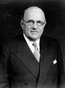 Ernest Lapointe. À l'époque où il était ministre de la Justice à Ottawa, il a reçut plusieurs lettres de Marie-Anne Houde, qui l'implorait sans cesse d'être libérée.