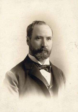 Né à Kingston en 1843, Robert Bickerdike a été l'un ds plus fervents militants pour l'abolition de la peine de mort au Canada. Politicien dans l'administration Laurier et homme d'affaires impliqué dans de nombreuses activités, il a pris la défense de Marie-Anne Houde en septembre 1920 afin de lui éviter la pendaison.